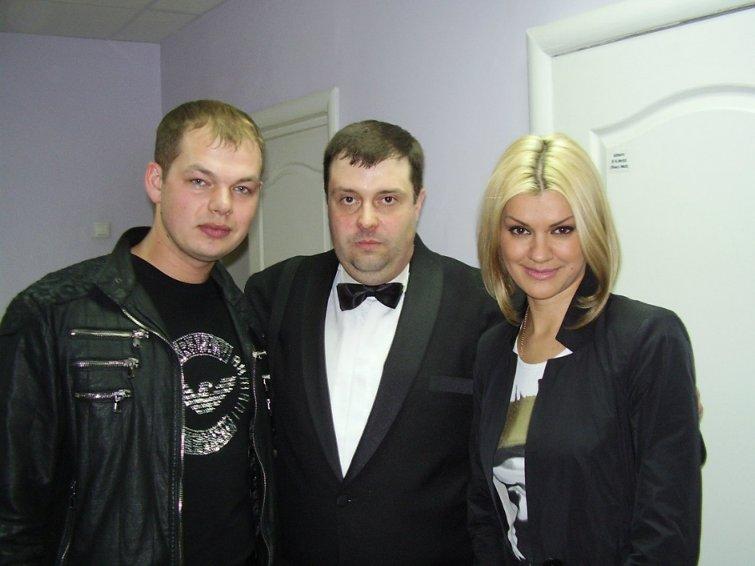 ирина круг и второй муж фото спине плечах одежды