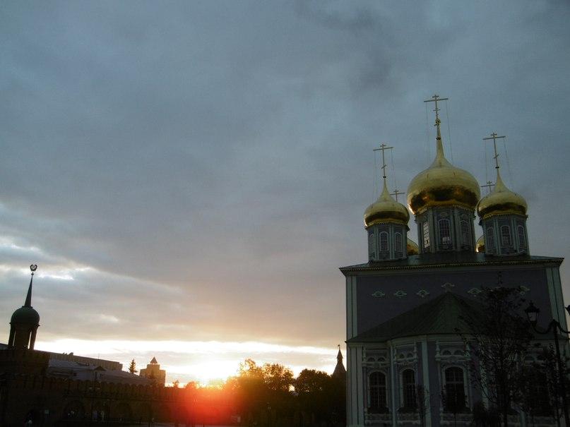 Качают небо золотые купол слушать трек сейчас в хорошем качестве.